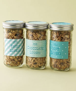 This would be fun and easy to make. You could print the labels yourself. Cute wedding favors Unique Wedding Favors, Homemade Granola, Wedding Ideas, Homemade Wedding Favors, Parties Favors, Favors Ideas, Mason Jars, Wedding Favours, Fall Wedding