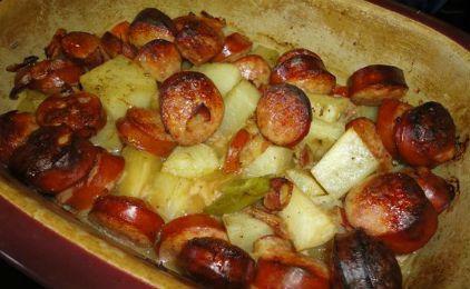 Πατάτες με λουκάνικα και μυρωδικά