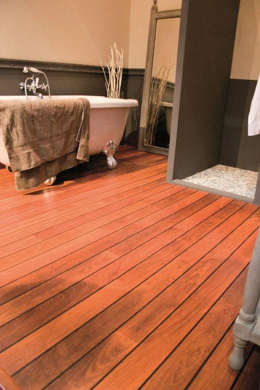 Badkamers | UW Badkamer | Alles over badkamers, badmeubelen, baden en baden - Een vochtbestendige houten vloer in de badkamer: het kan met Quick•Step® laminaat vloeren