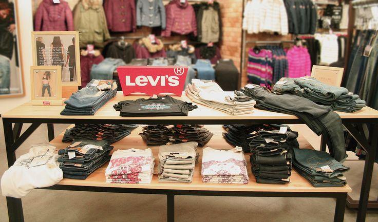 FormRoom for Levi's | USC Store, Oxford Street | #Levis #USC #RetailInteriors #StoreDesign #VM #StoreDisplay #Furniture