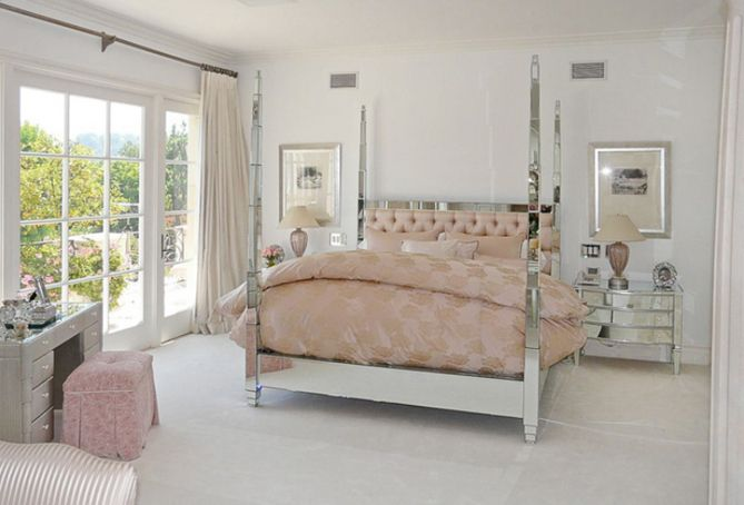 Hollywood Glam. Love the blush & mirrored furniture together ♥ Just needs a big sparkly chandelier.