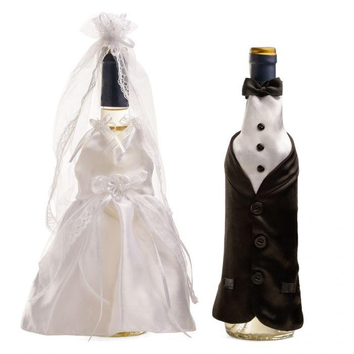 Decora las botellas de tu boda con simpáticos trajes de novios
