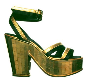 1938 Sandal: upper in black silk and gold kid. Wedge heel in cork covered by mosaic of gilded glass. The model was created for Carmen Miranda.