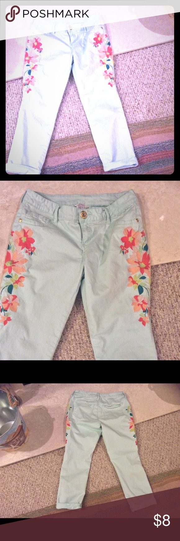 Candies floral capris size 7 Very good used condition.  Runs small.  Mint green in color. Candie's Pants Capris