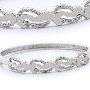 Zirkon taşlarla işlenmiş, 925 ayar gümüş bayanlara çok yakışıcak harika bir kelepçe