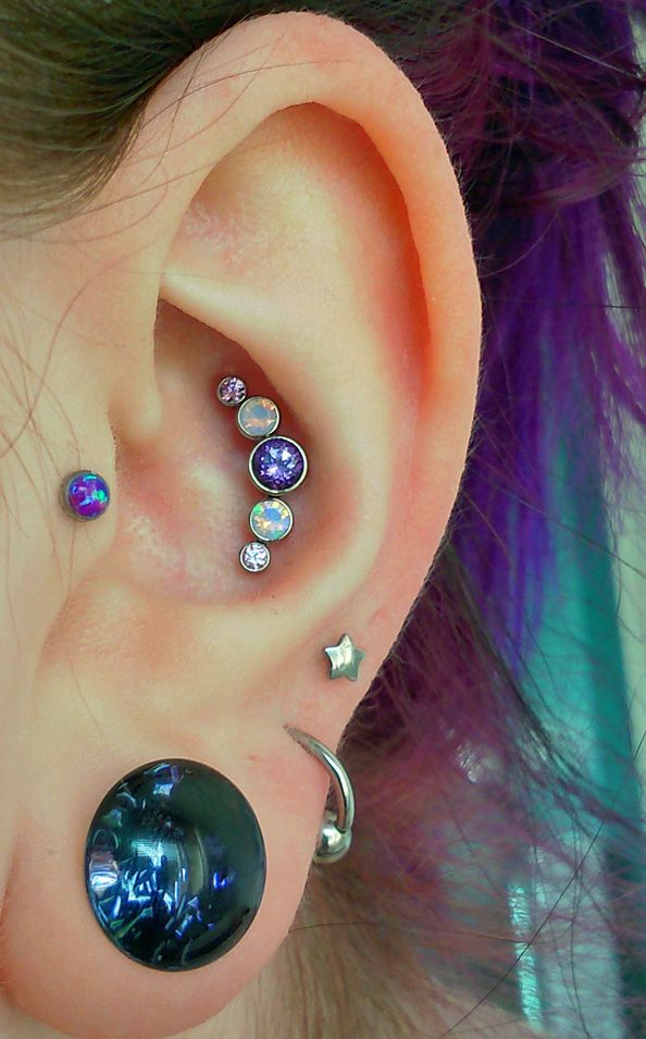 Conch piercing design with 5 studs. on The Fashion Time http://thefashiontime.com/5-cute-fun-ear-piercing-ideas/#sg28