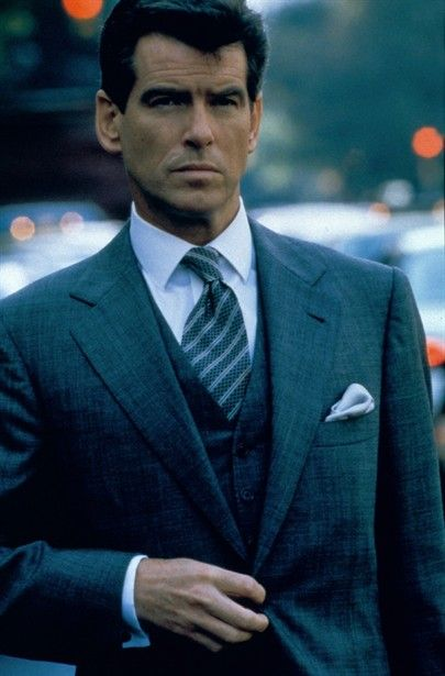 Pierce Brosnan as Thomas Crown = ::lesigh:: I LOVE LOVE LOVE a sharp dressed, well groomed man that can be that & seem to not have to work to hard to do it.