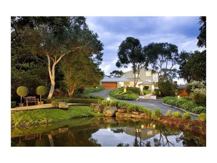 Classic U0026 Elegant Garden, Front Yard Garden Design, Hedged, Water Landscape    Http://www.homehound.com.au/home+style/detail.php?idu003d257803# | Pinterest  ...