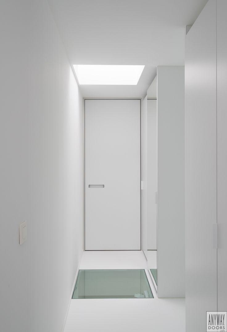 Moderne blokdeuren op maat van vloer tot plafond. Deze blokdeuren worden door Anyway Doors gemaakt en zijn voorzien van innovatieve meerwaarde zoals 90°/180° naar wens openen, ingebouwde ventilatie, grepen die vlak in het deurblad verwerkt zijn,...
