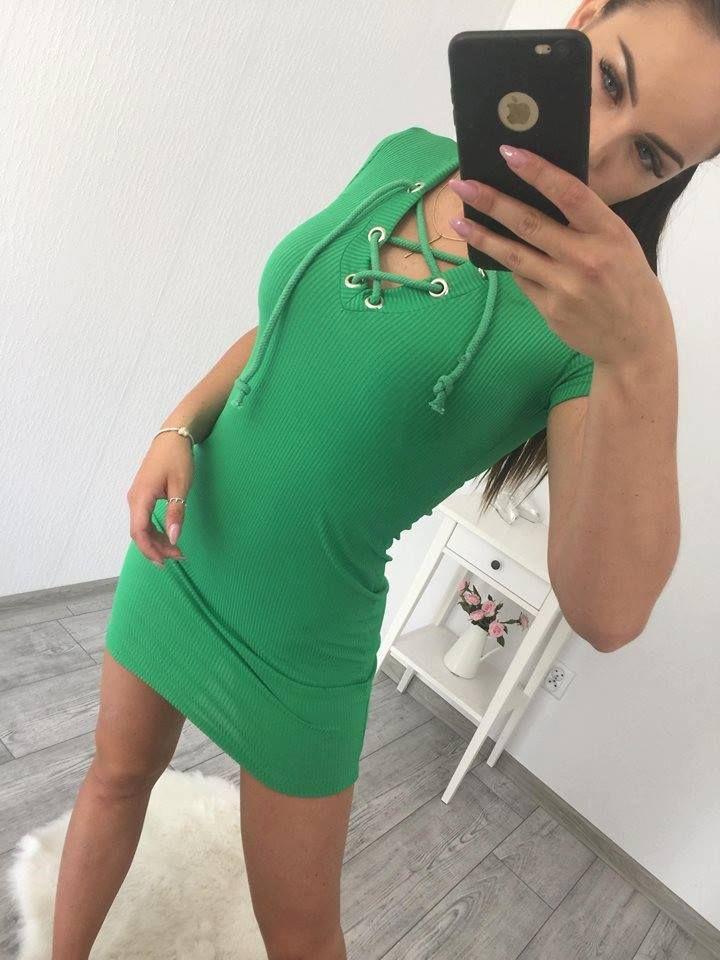 cc4cfb689593 Krásne zelené šaty so šnúrovaním na leto je moderný módny kúsok