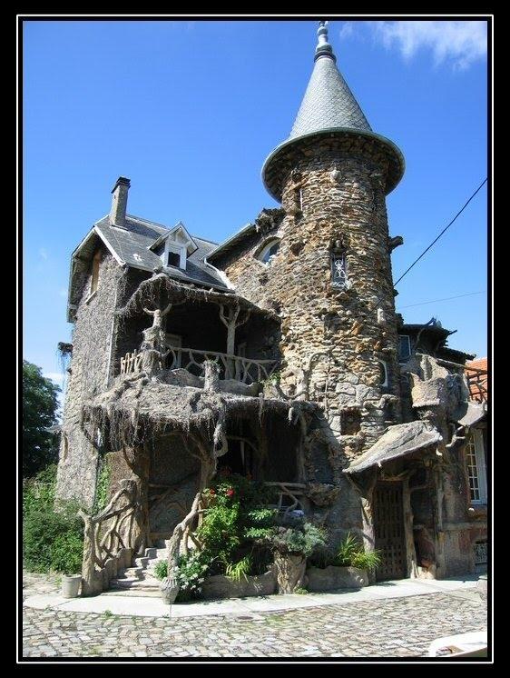 Maison de sorcière or the Witch House in Clichy-sous-Bois, France photo by Lheureux