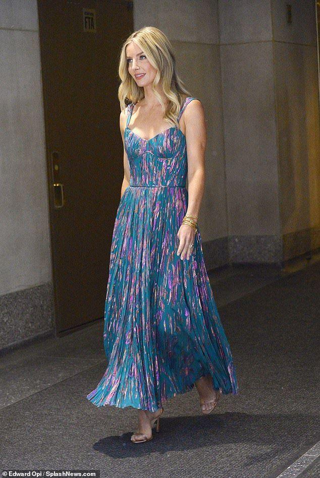 Annabelle Wallis Looks Stunning In A Flowing Pleated Maxi Dress Maxi Dress Dresses Pleated Maxi Dress