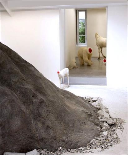 Huang Yong Ping | Critique | Bugarach | Paris 6e. Galerie Kamel Mennour