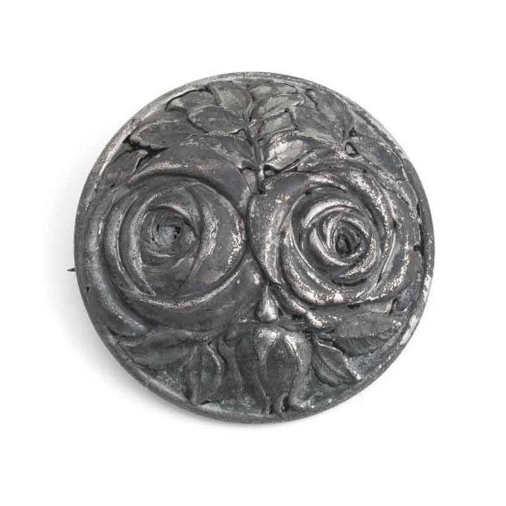 Koop deze antieke broche met rozen uit de collectie antieke en vintage sieraden van Aurora Patina!
