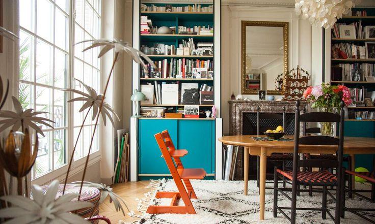 Chaise tripp trapp dans le salon de Sonia Sieff