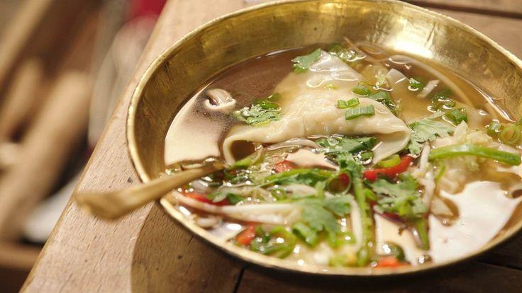 Een overheerlijke wontons gevuld met pladijs in een thaise groentesoep, die maak je met dit recept. Smakelijk!