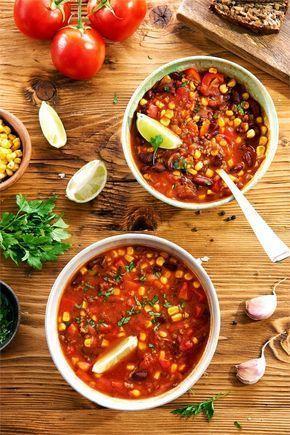 Przepis na zupę meksykańską z mięsem mielonym to sposób na danie w sam raz na chłodne jesienne i zimowe wieczory - taka zupa jest pysznie rozgrzewająca i wyjątkowo sycąca, dzięki fasoli i kukurydzy.…