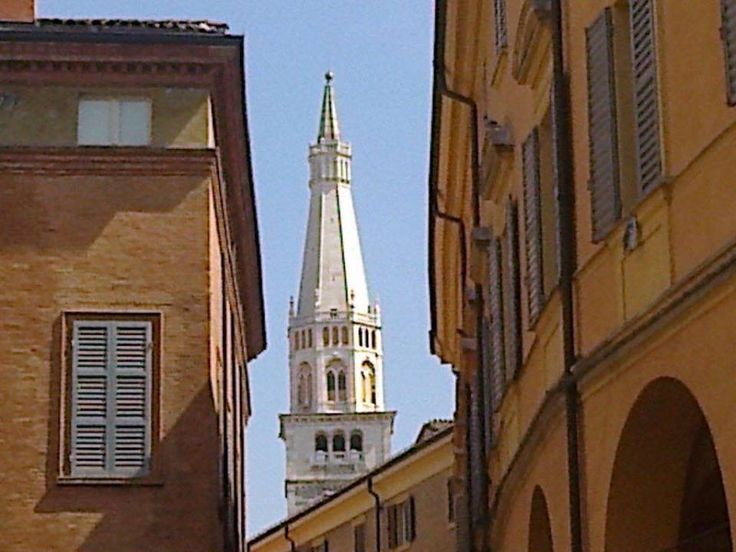 Modena, Scorcio Ghirlandina. #modena