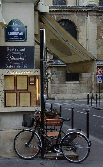 Saint Germain des Prés, rue Lobineau, Paris