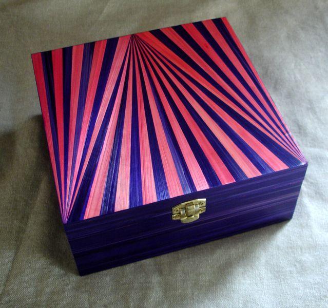 Boîte à thé façon circus en marqueterie de paille. http://jylitis-creations.alittlemarket.com/