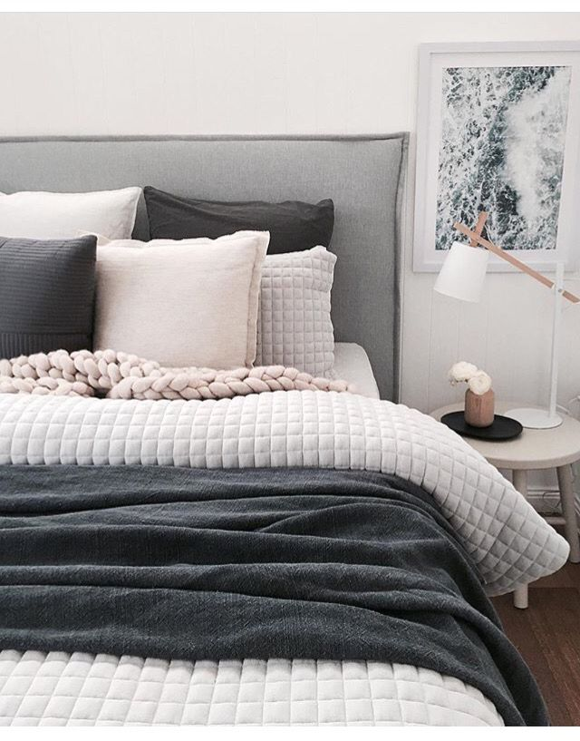 A little too grey? High modern headboard. Four soft colors: White, two tones of grey and cream. The dark grey adds character. Different textures and crochet hype blanket * Un peu trop gris? Tête de lit haut mais traité de façon moderne. Quatre couleurs douces: Blanc et 2 tons de gris avec touche de crème. Le gris foncé donne du caractère. Mélanges de textures et couverture crochet tendance.