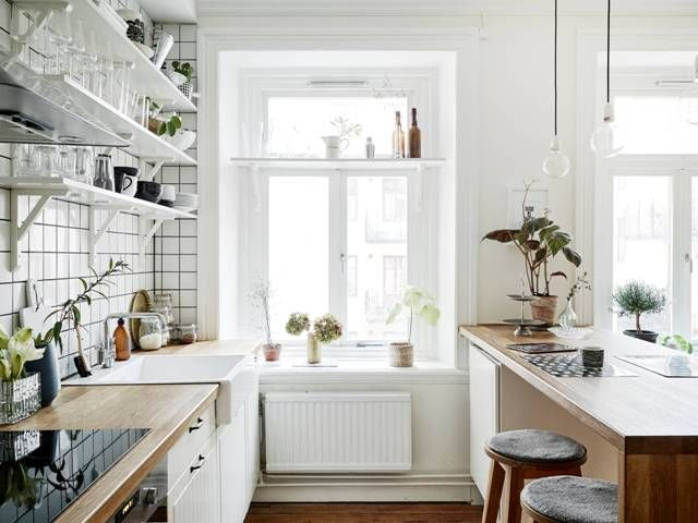 I love this open look..no cupboards so everything looks clean and makes a statement