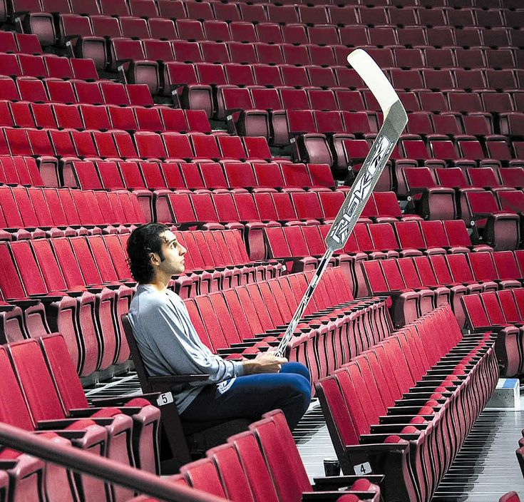 Vancouver goaltender Roberto Luongo, alone with his thoughts. December 16, 2006, General Motors Place in Vancouver, British Columbia. Photo: Jeff Vinnick.