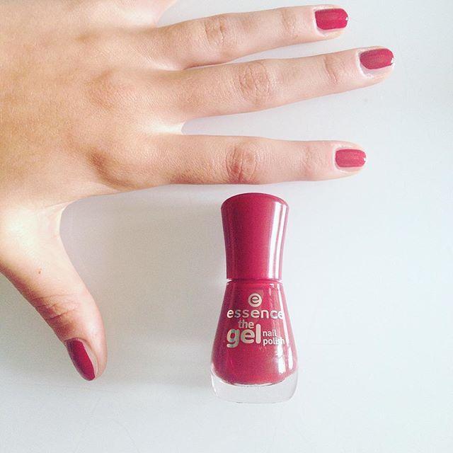 Unghie autunnali 💅🏼🍂🍁🍂 Smalto @essence_cosmetics the gel numero 14 - do you speak love? #fall #sunday #manicure #essence #nailpolish #doyouspeaklove #instabeauty #instamood #autunno #smalto