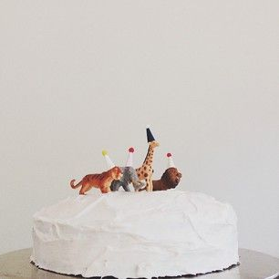 // little one cake. via bleubird blog.