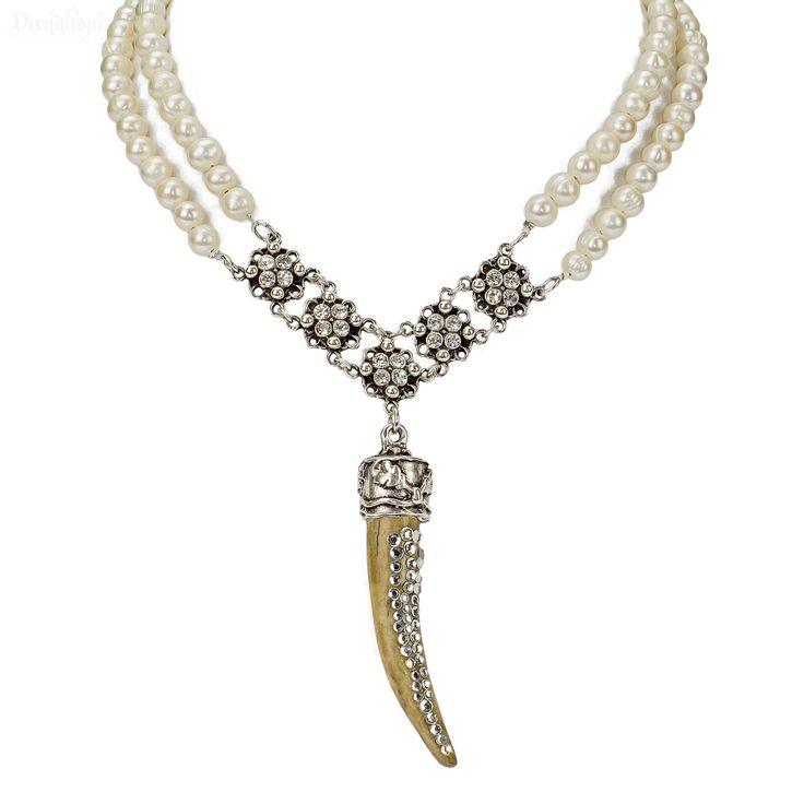 Die exklusive Trachtenkette Florina aus echtem Horn und Süßwasserperlen ist sowohl zum festlichen Dirndl als auch zum schlichten Hochzeitsdirndl ein absoluter Hingucker! Versandkostenfrei & auf Rechnung!