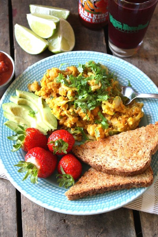 This Mexican Chickpea Scramble is PACKED with protein + makes a great breakfast! #vegan