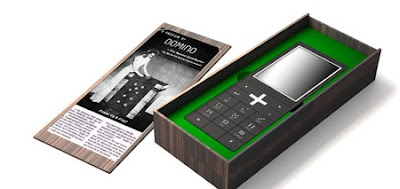 Domino Phone Packaging