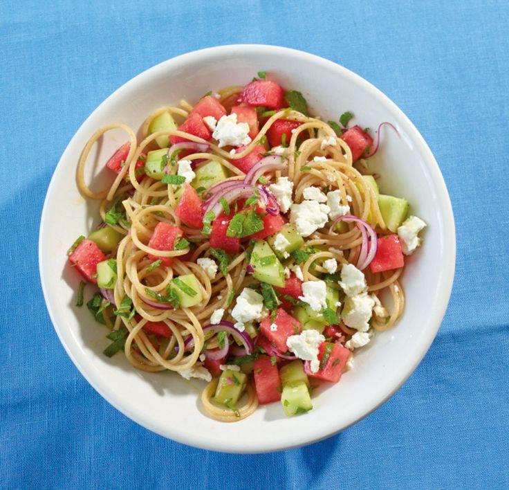 Rezept für Frischer Spaghetti-Salat bei Essen und Trinken. Und weitere Rezepte in den Kategorien Gemüse, Käseprodukte, Kräuter, Milch + Milchprodukte, Nudeln / Pasta, Obst, Hauptspeise, Salate, Einfach, Kalorienarm / leicht, Vegetarisch.