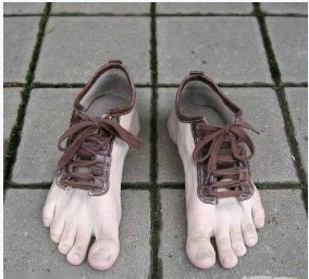 ..: Barefoot Shoes, Crazy Shoes, Funny Shoes, Barefoot Running, Shoes Design, Funny Stuff, Weird Shoes, Feet Shoes, Toe Shoes