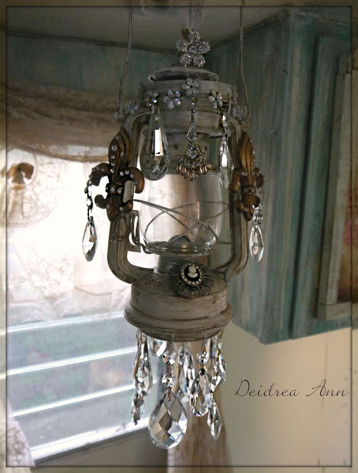 What a great idea...an old lantern becomes a chandelier...do you love it ?!!