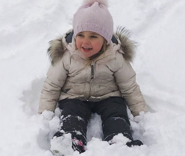 """Princess Madeleine of Sweden shared a new photos of Princess Leonore and Prince Nicholas on her own Facebook account. The photos is with the title of """"A very Happy New Year to all of you from Leonore & Nicolas!""""."""