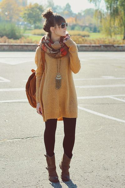 Cute fall outfit. Oversize mustard colored sweater with leggings and boots. #falloutfits #fallleggings