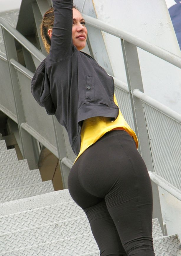 Hot Girls In Yoga Pants 33 Photos And Gifs  Dream -9423