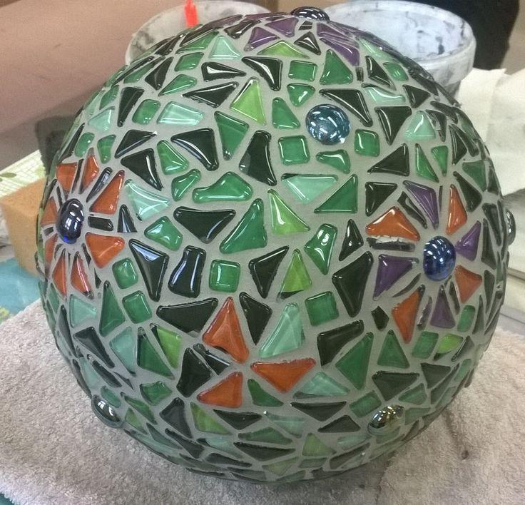 Ensimmäinen puutarhapalloni- my first garden ball from behind