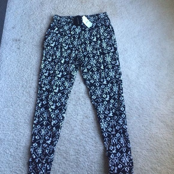 Stephanie Drapey Aztec Pant Very soft, thin, comfy material. Never worn new with tags! Cotton On Pants