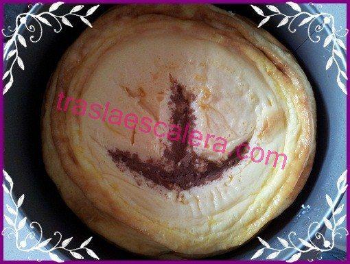 Tarta de queso con huella de dinosaurio