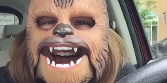 La jeune maman au masque de Chewbacca vient de passer une semaine incroyable sur Facebook !