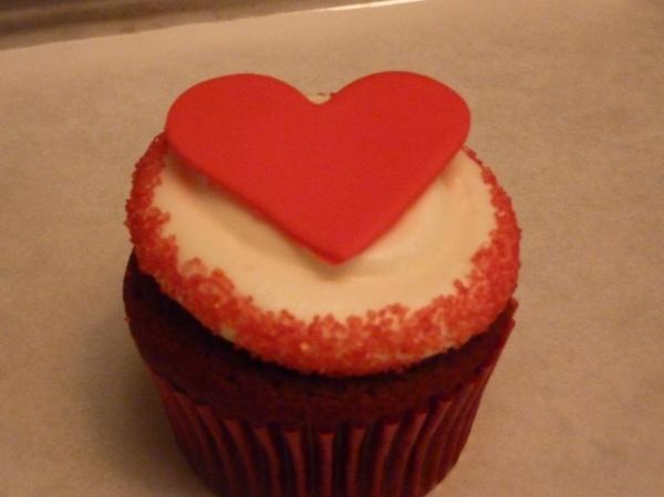 Valentine's Day Cupcake. Valentines Days Ideas #Valentines, #pinsland, https://apps.facebook.com/yangutu