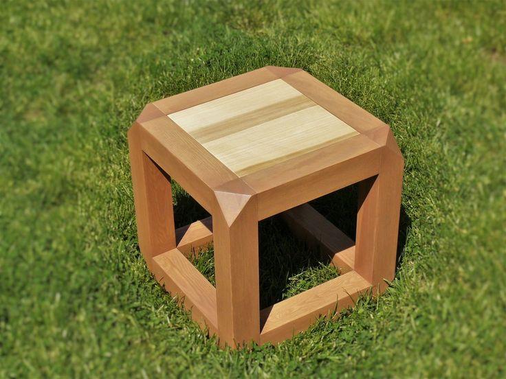 dřevěná taburetka