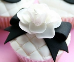 ~CREATIVE CUPCAKES~ / Party Inspirations: Chanel Cupcake Collection
