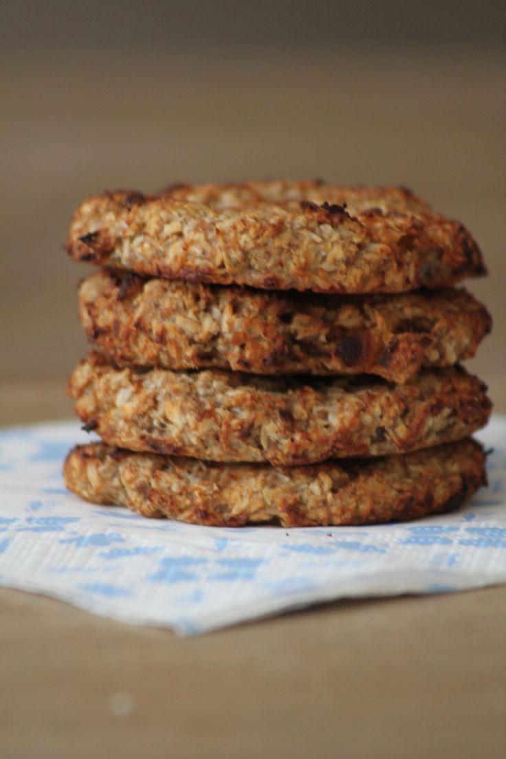 Als ik gezondere koeken in huis heb, snoep ik gewoon minder. minder snaaigoed tussendoor. Deze abrikozen-kokoskoeken zijn zo gemaakt en ook zo weer op!