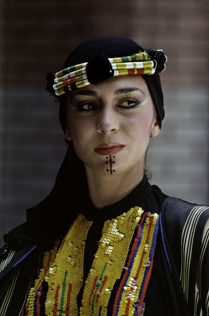 woman dressed in traditional Iraqi clothing. Taken in Baghdad, Iraq. #people #faces #amazingfaces