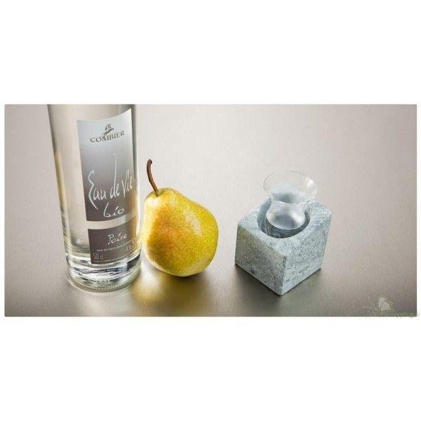 Le STENKALL est composé de deux blocs en pierre ollaire et de deux verres pour la dégustation des eaux de vie.