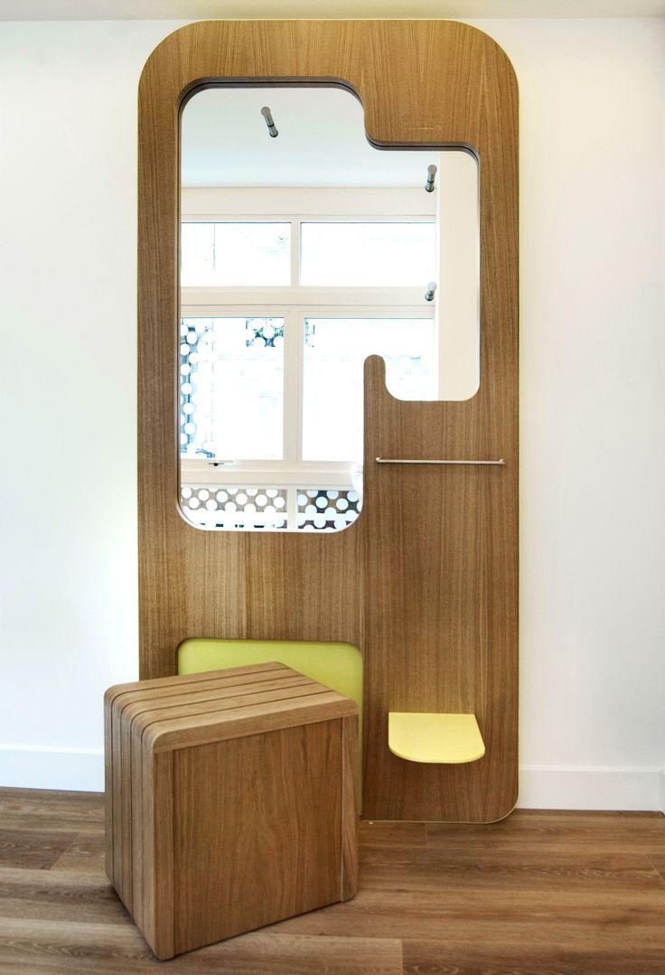 Diseño de espejo y butaca para la clínica optimme  #interiordesing #architecture #design #diseño #design #diseño #interiorismo #arquitectura #masarquitectura #furniture #furnituredesing #mobiliario #branding #wood #yellow