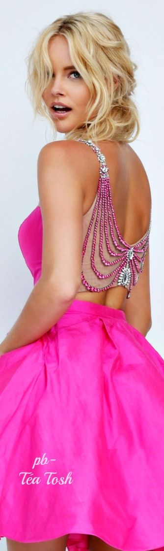 Tealyn Tosh ✴ Sherri Hill  jαɢlαdy ❤ Pinned by Cindy Vermeulen. Please check out my other 'sexy' boards. X.